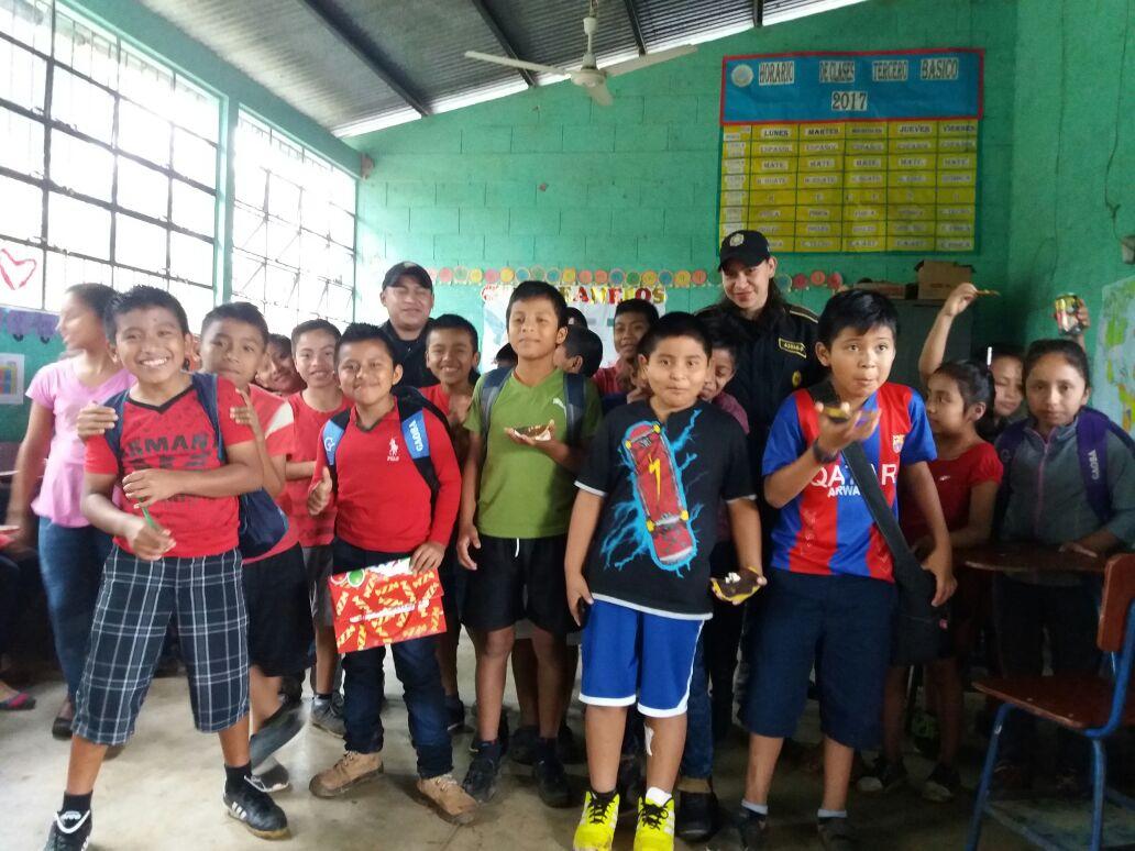 Niños en escuela primaria.